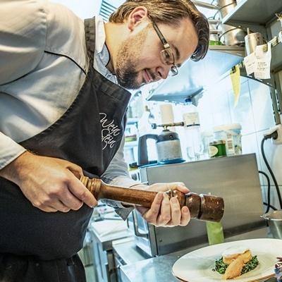 Mario Brüggemann in seinem Restaurant in Kiel
